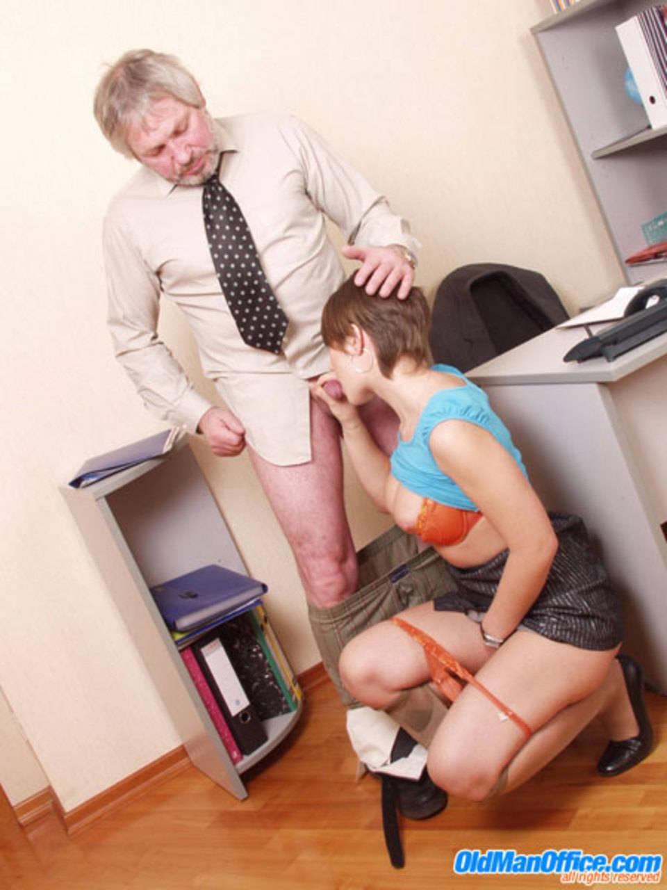 Шеф выдает секретаршам порно 24 фотография