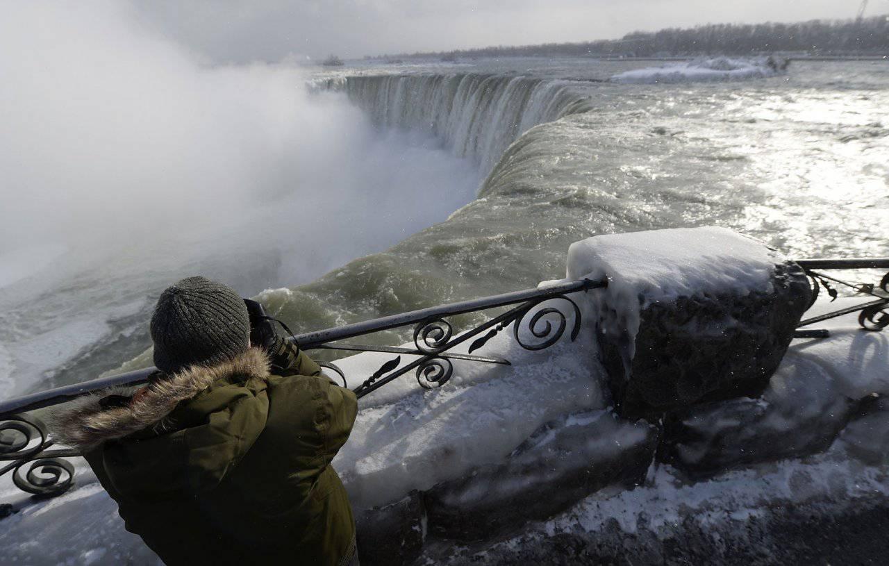 Zamarznięty wodospad Niagara #2 1