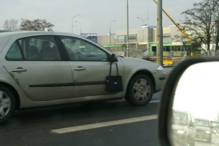Po co kobiecie lusterko w samochodzie ? 2