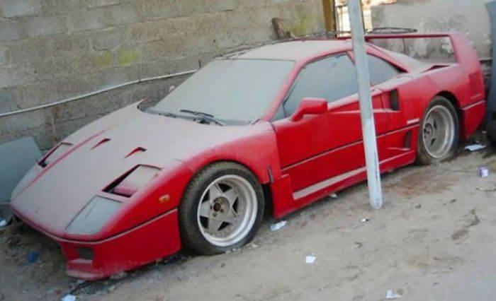 Opuszczone samochody Dubaju 31