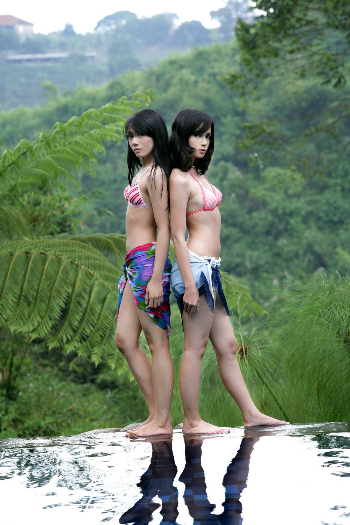 Foto Model Super Hot Pakai Bikini