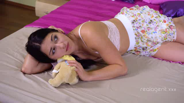 RealAgent 18 07 24 Jessica Lincoln Loves Her Toys XXX
