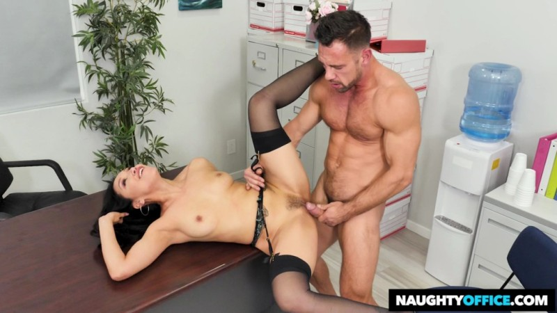 Naughty Office  - Vicki Chase - Vicki Chase Fucks Her Coworker - 24899 - 2018-11-26 - 720p Free Download From pornparadise.org