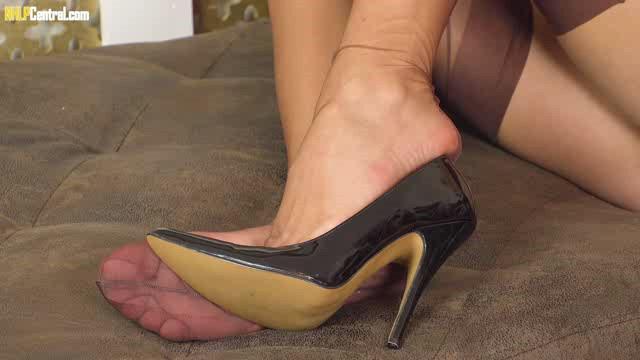 NHLPCentral 18 12 13 Roxi Mendez Feet Toe Please XXX
