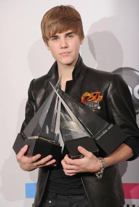 7043750f82876941c5b9e997b7769fe173b6285 Foto Eksklusif Juara American Music Awards 2010